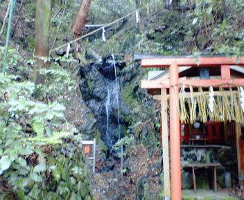 若王子山の麓の滝