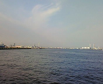 横浜の海(8) 赤レンガ倉庫前から