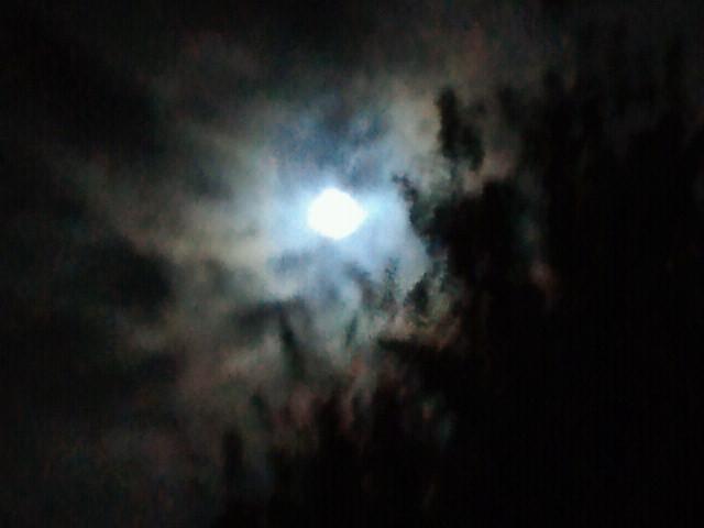 雲間の満月2