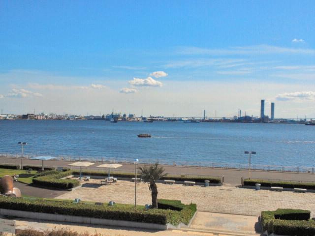名古屋ガーデンふ頭臨海緑園・展望広場から眺めた海2