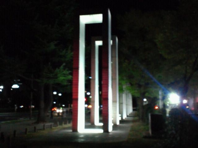 平和の門・夜景