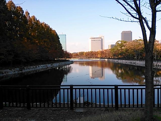 秋・大阪城の黄昏