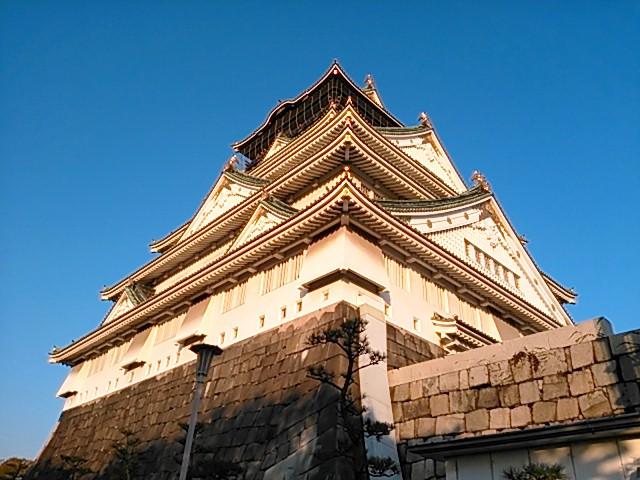 晩秋・夕暮れの大阪城天守閣