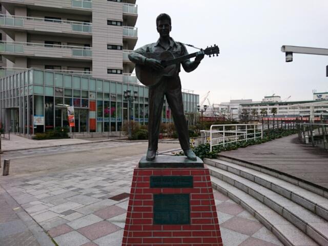 神戸ハーバーランド エルヴィス・プレスリー像