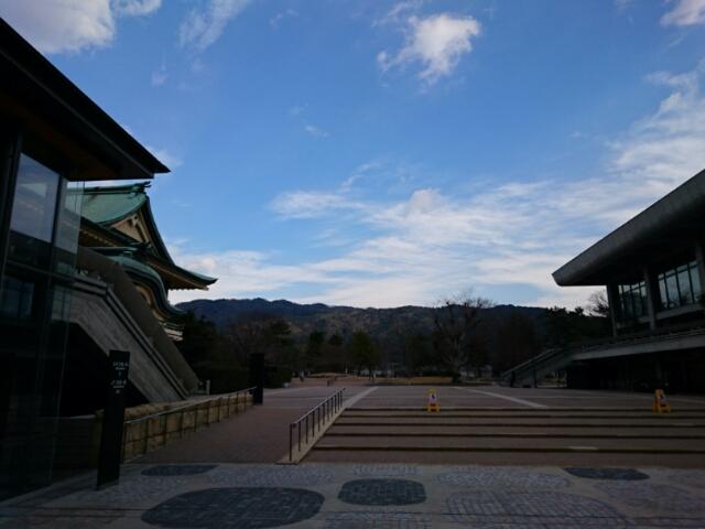 ロームシアター京都から東山を望む
