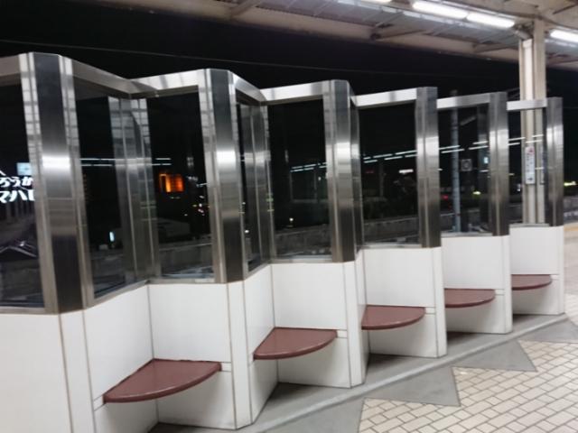 岐阜羽島駅にあるオブジェのような(多分)椅子