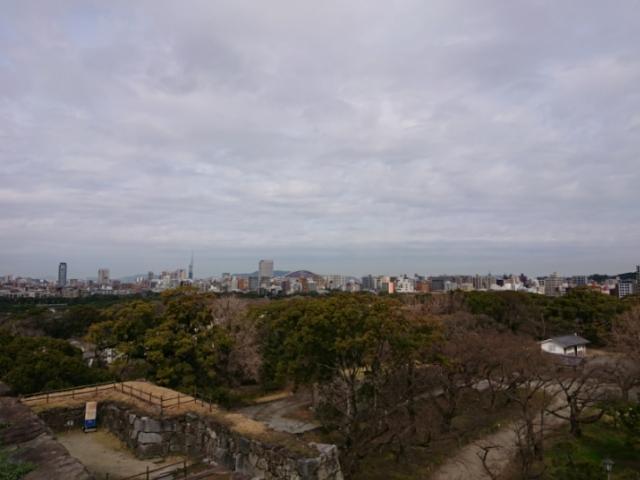 福岡城天守台から見た福岡ドーム福岡(ヤフオクドーム)方面
