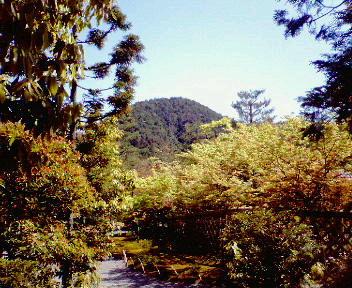 光悦寺から見た鷹ヶ峰