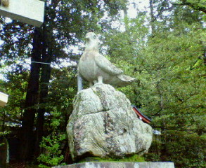 三宅八幡宮の狛鳩