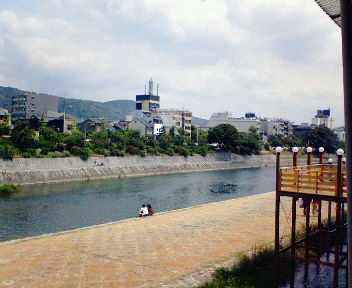 先斗町歌舞練場から見た鴨川