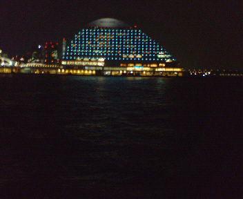 神戸・夜の海辺にて(2)