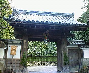 雪の銀閣寺総門