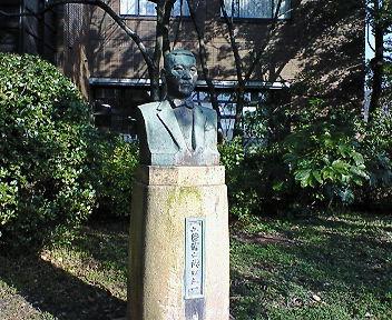 京都工芸繊維大学 武田五一像