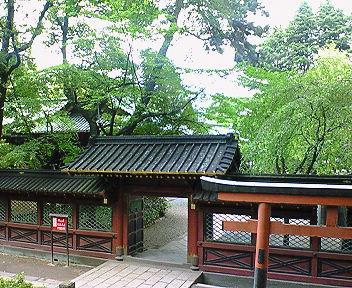 根津神社 西門と透塀