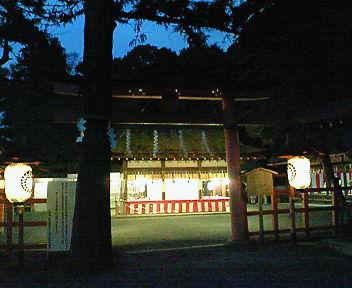 夕闇の吉田神社