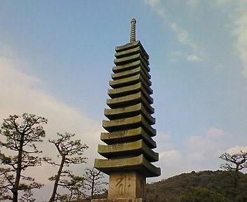 浮島十三重石塔
