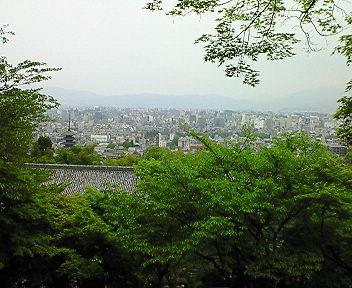 京都霊山護国神社 坂本龍馬・中岡慎太郎の墓前から見える京都市街