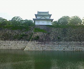 大阪城(大坂城)一番櫓と外堀