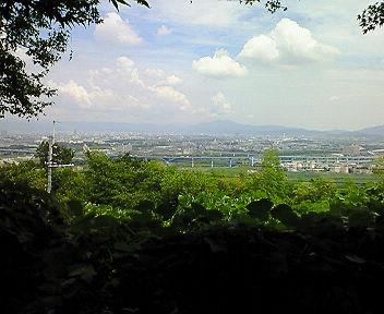 石清水八幡宮展望台から比叡山方面を望む