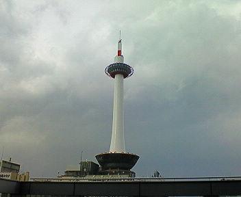 JR京都駅ビルから見た京都タワー