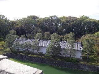二条城天守台上から北の土蔵を見る
