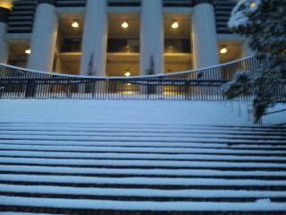 雪の京都造形芸術大学大階段