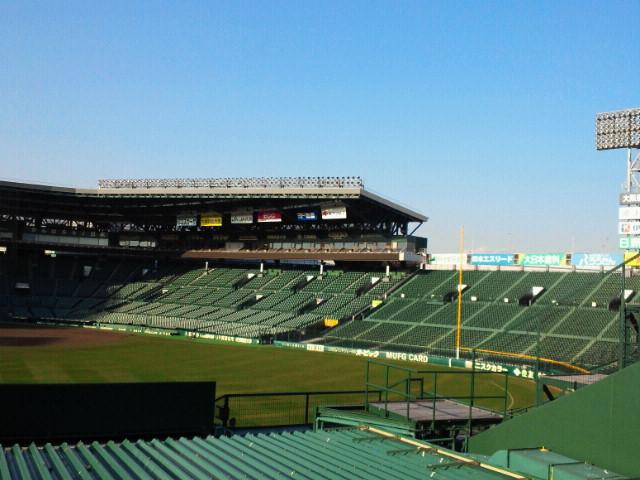 阪神甲子園球場バックスクリーン裏から三塁側アルプススタンドを見る