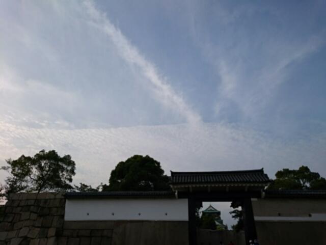 大阪城桜門、天守閣、うろこ雲