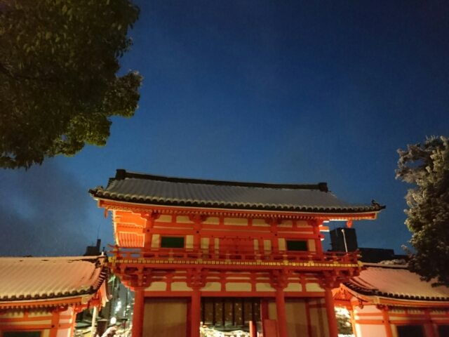 雪の八坂神社西楼門2 2017年1月15日