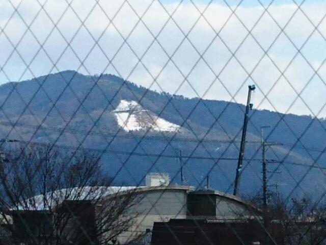京都コンサートホールから見た雪大文字