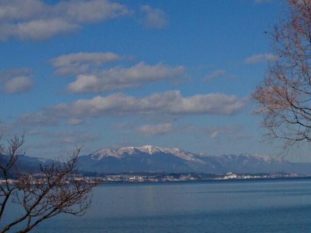 雪を頂く比良山系