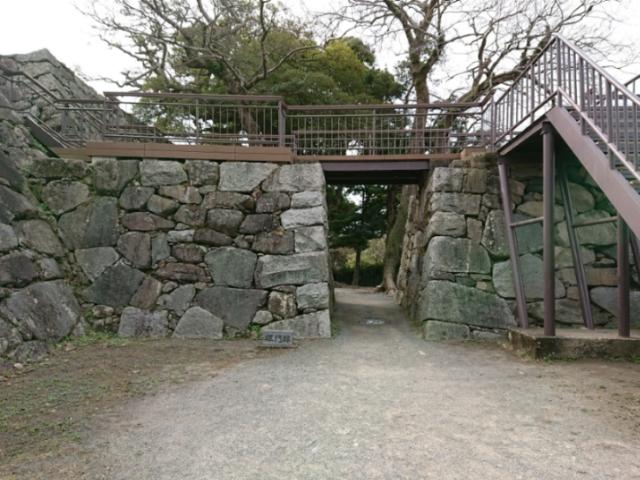 福岡城天守台埋門