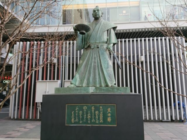 JR博多駅前 黒田節の像