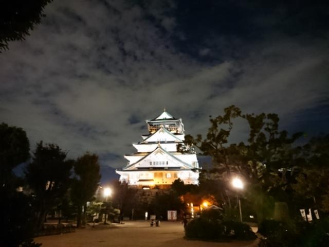 ライトアップされた大阪城天守閣