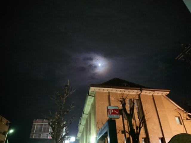旧京都中央電話局上分局と月